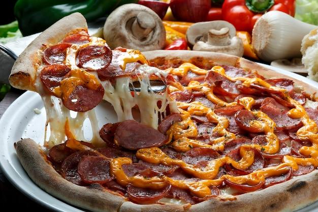 ピザのスライスを上げました