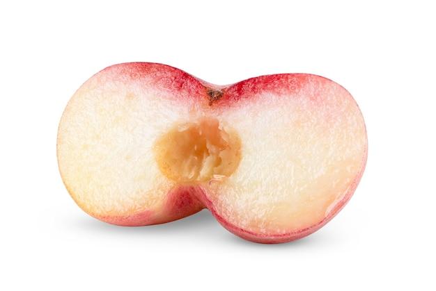 白い背景で隔離の完熟中国蟠桃果実