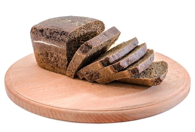 흰색 바탕에 칠판에 얇게 썬 검은 빵