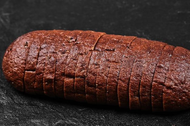 검은 빵 슬라이스.