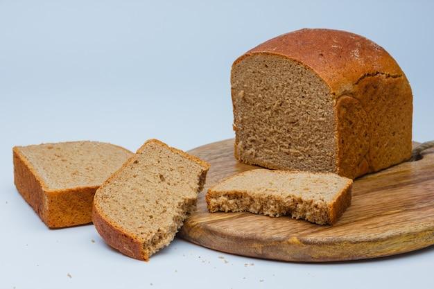 Sliced bread on cutting board