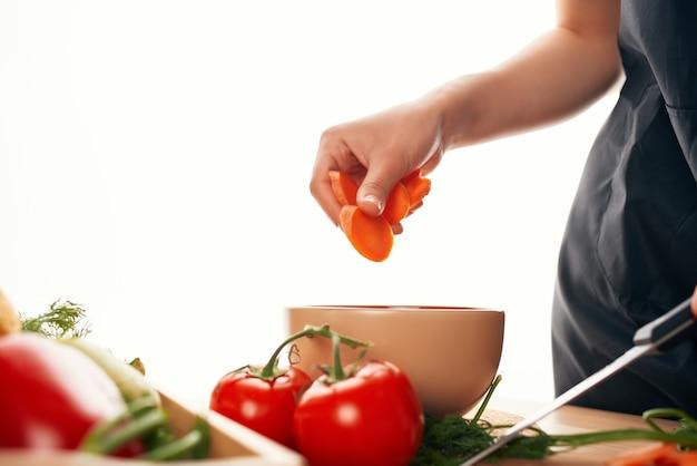 얇게 썬 당근 샐러드 야채 신선한 재료