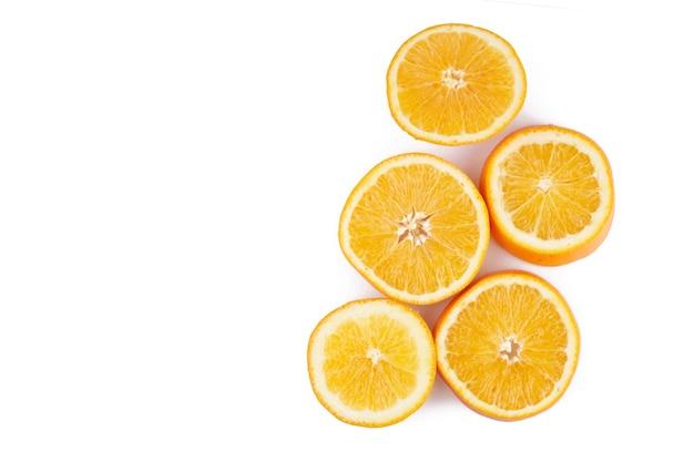 흰색 배경에 분리된 오렌지 감귤류 과일 슬라이스 원, 클리핑 패스