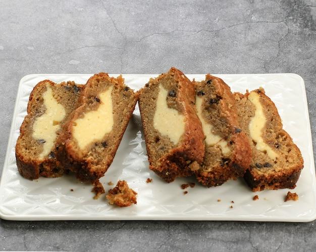 スライスクリームチーズチーズケーキ入りバナナブレッド