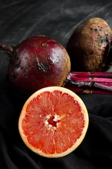 Sliced grapefruit with beets