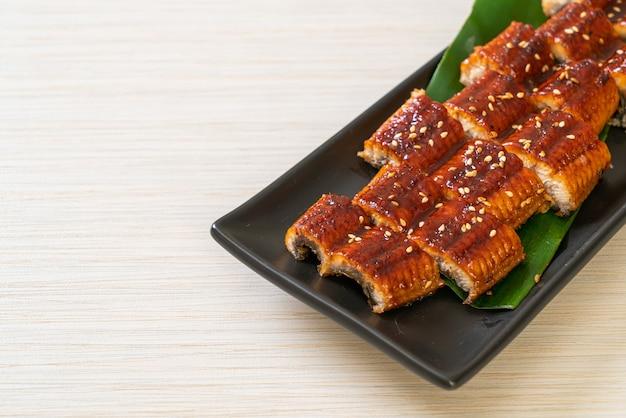 うなぎのスライス焼きまたはうなぎのタレ焼き(蒲焼)-。日本食スタイル