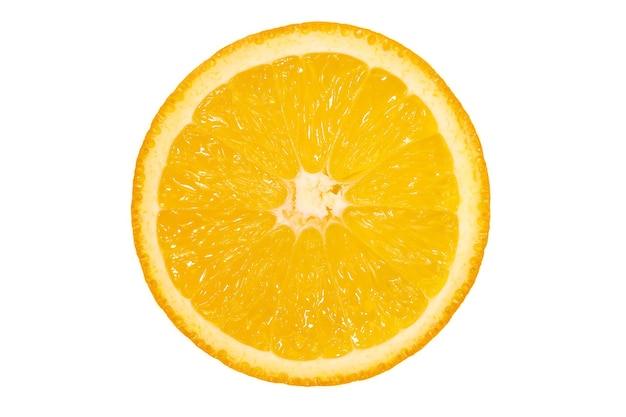 Нарезанный апельсин, изолированный белый фон. свежие сочные фрукты, источник витамина с. яркий фон.