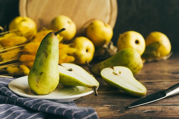 Sliced pears placed on plate