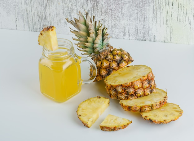 Sliced pineapple with juice