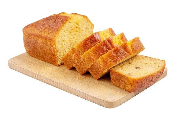 흰색 배경에 분리된 커팅 보드에 레몬 글레이즈를 얹은 얇게 썬 파운드 케이크.