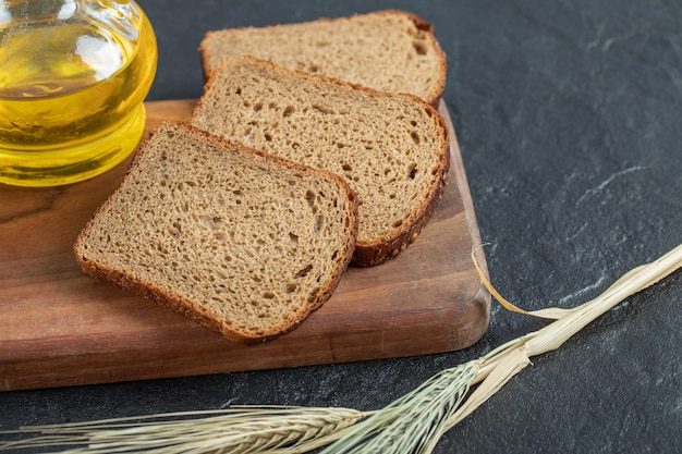 Sliced rye bread placed on wooden cutting board