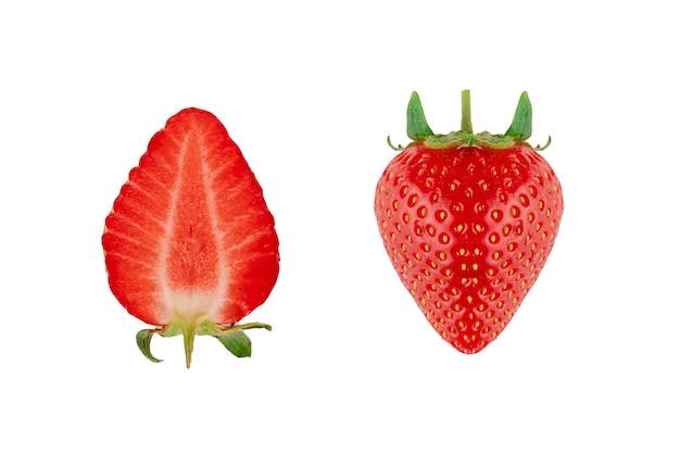 흰색 바탕에 슬라이스 딸기