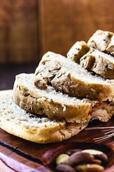 우유없이 밤, 유기농 효모 및 밀가루로 만든 얇게 썬 비건 빵