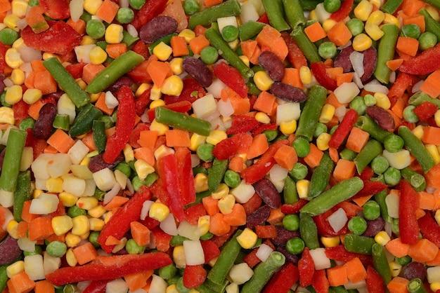 얇게 썬 야채, 옥수수, 콩, 완두콩, 당근, 달콤한 고추 배경.