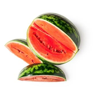 Нарезанная ягода плодоовощ арбуза изолированная на белой предпосылке включенный путь клиппирования. вид сверху, плоская планировка