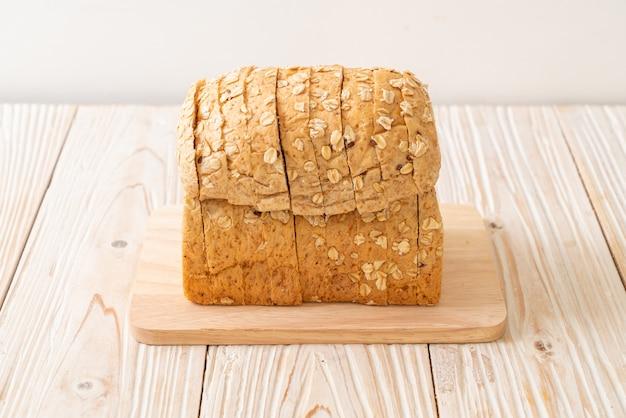 全粒パンのスライス