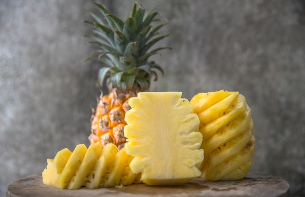 Slices of fresh peeled pineapples Premium Photo