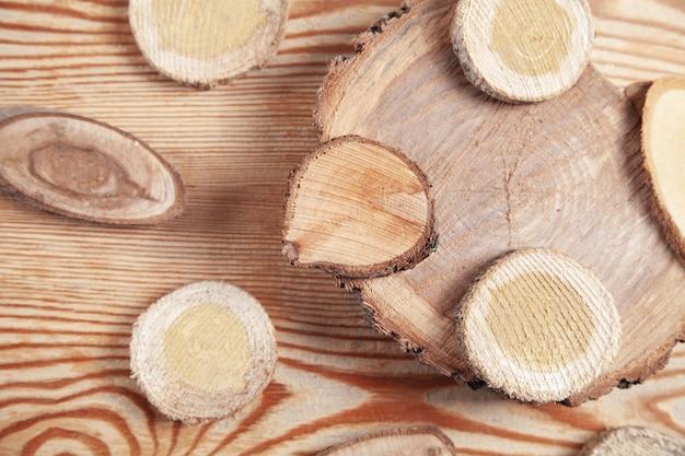 木製の背景の木のスライス