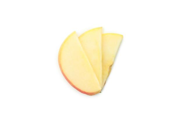 白い背景で隔離のリンゴのスライス