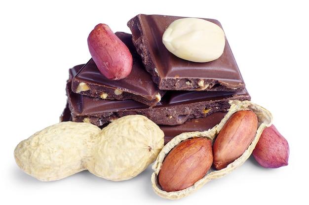 白地にチョコレートとナッツのスライス