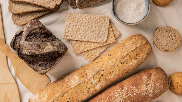 さまざまな種類のパンのスライス