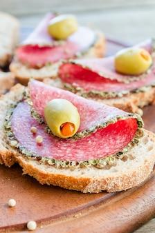 Ломтики итальянской салями