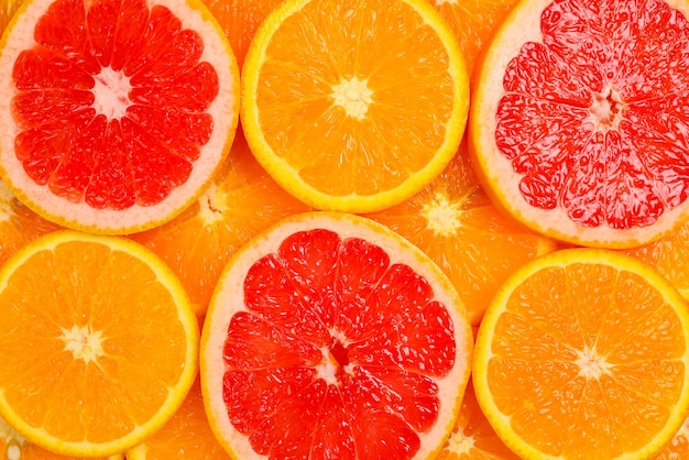 背景としてのオレンジとグレープフルーツのスライス