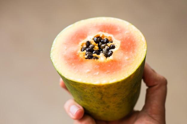 Ломтики сладкой папайи