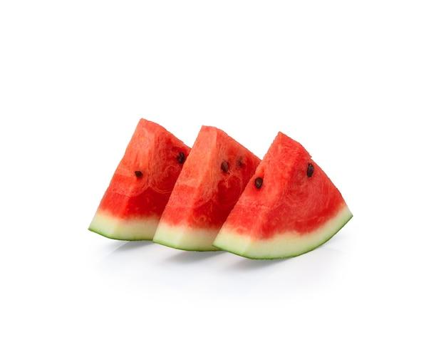 白で分離されたスイカの果実のスライス
