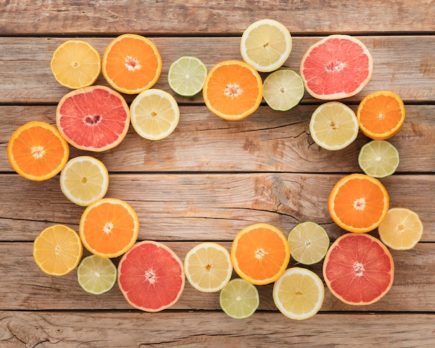 Slices of oranges and lemons