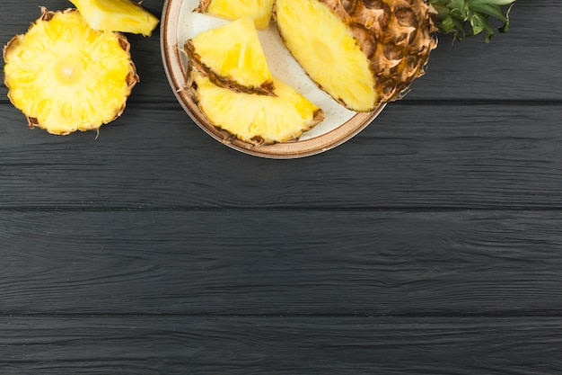Slices of pineapple on plate