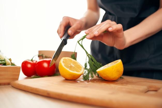 도마에 레몬 슬라이스 부엌 야채 요리