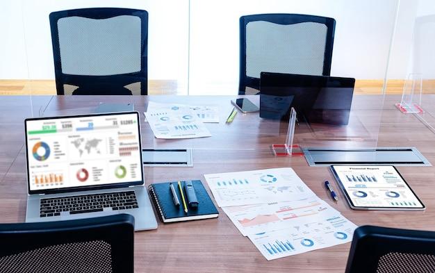 スライドショーのプレゼンテーションがノートパソコンの画面に表示されます