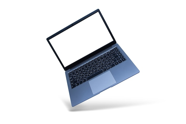 Тонкий современный ноутбук с макетом белого экрана на белом с тенью.