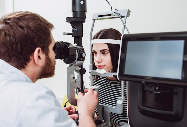 Осмотр щелевой лампы. биомикроскопия переднего сегмента глаза. основное обследование глаз.