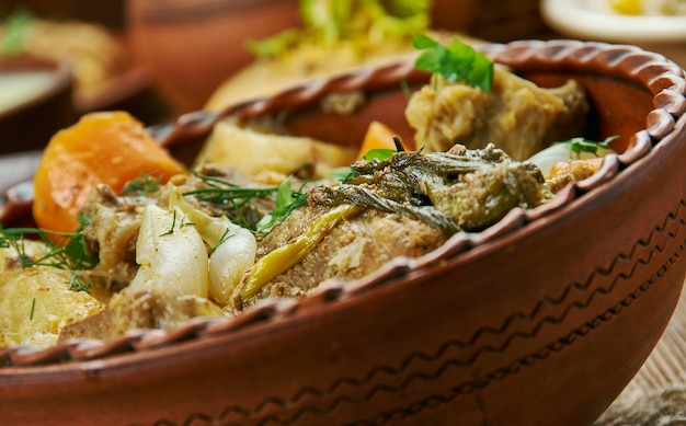 ゆっくりと調理されたスコットランドのビーフシチュー、スコットランド料理、伝統的な盛り合わせ料理、上面図。