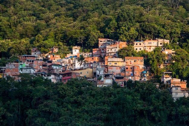 브라질 리우데 자네이루의 타바 자라 슬럼가.