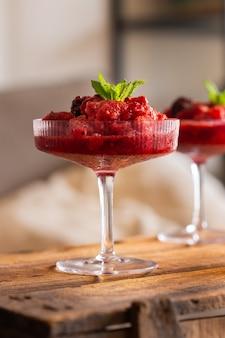 Мягкий или сладкий коктейль для расслабляющего послеобеденного отдыха дома