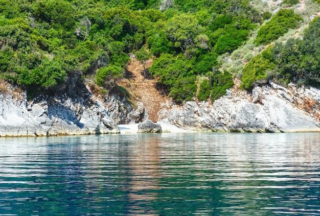 Agia effimia, 그리스에서 멀지 않은 모터 보트 kefalonia에서 작은 해변과 여름 해안보기