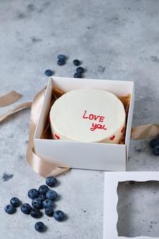 Маленький торт бенто в подарок на день рождения. торты в корейском стиле в коробке на одного человека. милый десерт-подарок на праздник любимому человеку.