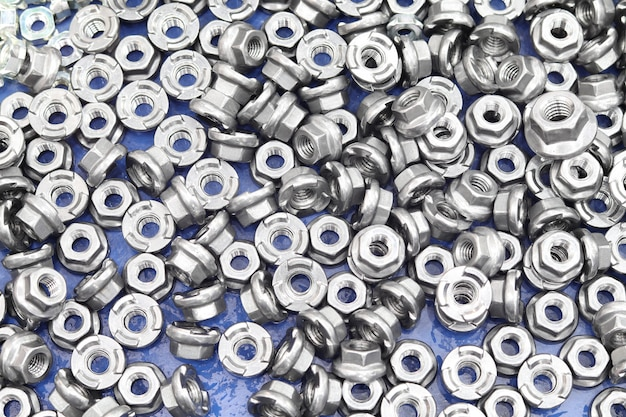 Small bolts and nuts by manufacturing process