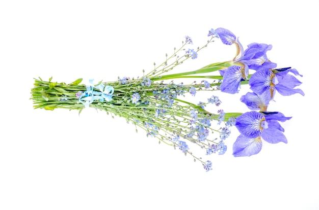 青い庭の花の小さな花束。写真