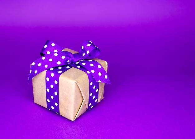 안에 놀라움이 담긴 작은 상자