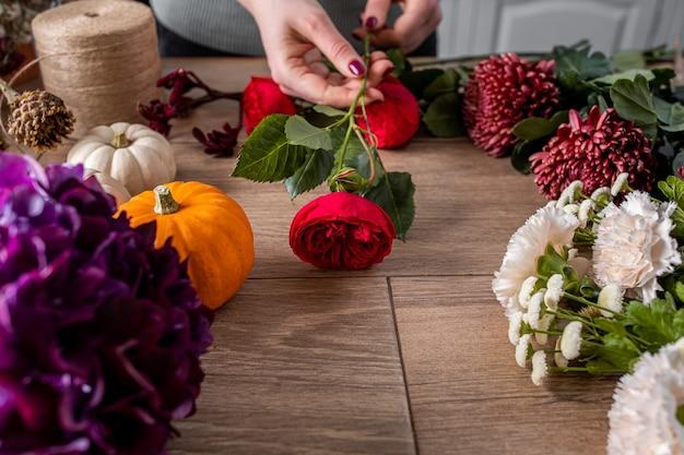 小規模なビジネス。花のデザインスタジオ、装飾とアレンジメント。