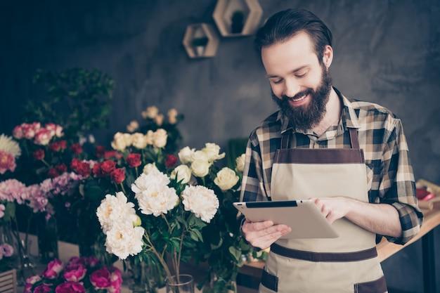 그의 꽃집에서 중소 기업 소유자