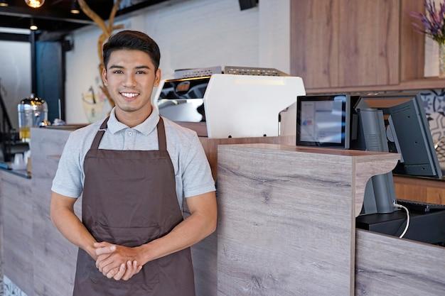 中小企業の店のオーナー