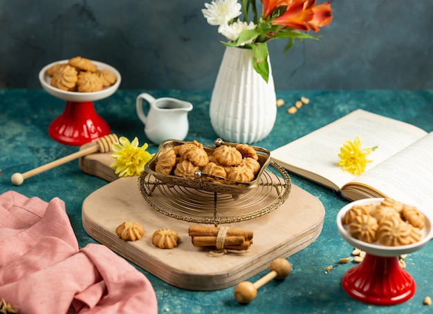 Small cacao cookies placed in vintage dish