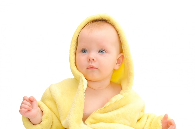 노란 후드에 작은 아이