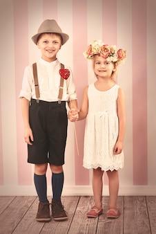 バレンタインデーの小さなカップル