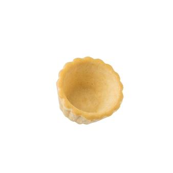 흰색 표면에 고립 된 작은 식당 tartlet. 간식 용 제과류.